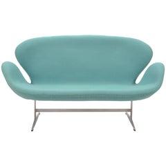 Arne Jacobsen Swan Sofa by Fritz Hansen