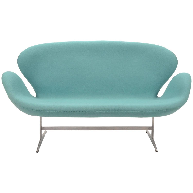 arne jacobsen swan sofa by fritz hansen for sale at 1stdibs. Black Bedroom Furniture Sets. Home Design Ideas
