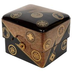 19th Century Black and Gold Lacquered Edo Box Mizuno Familly