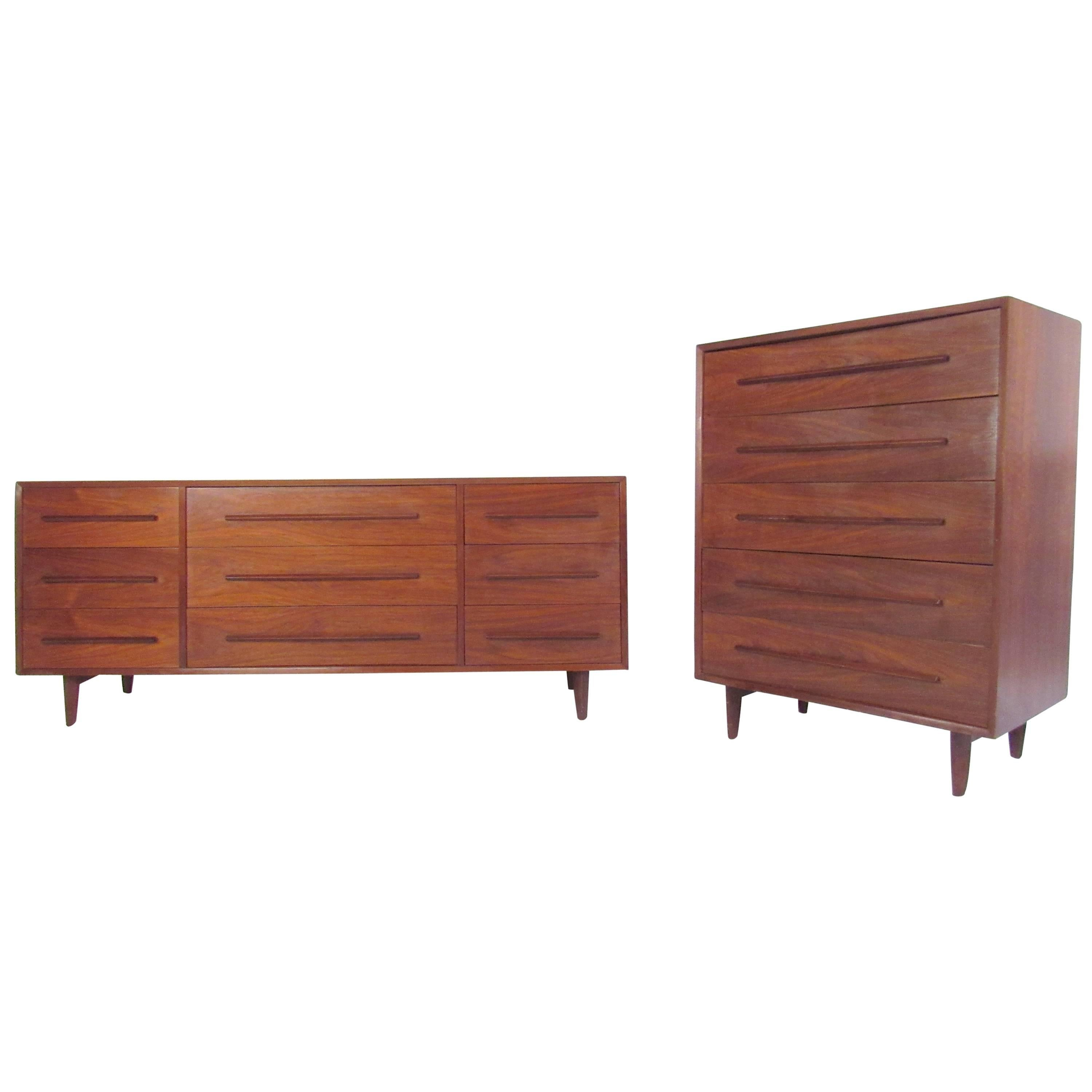 Pair of Widdicomb Bedroom Dressers in the Style of George Nakashima