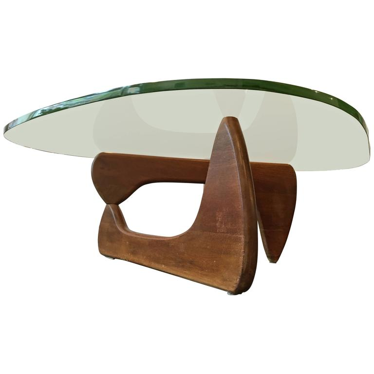 Rare Early Walnut Isamu Noguchi Coffee Table, Herman Miller, 1947 For Sale