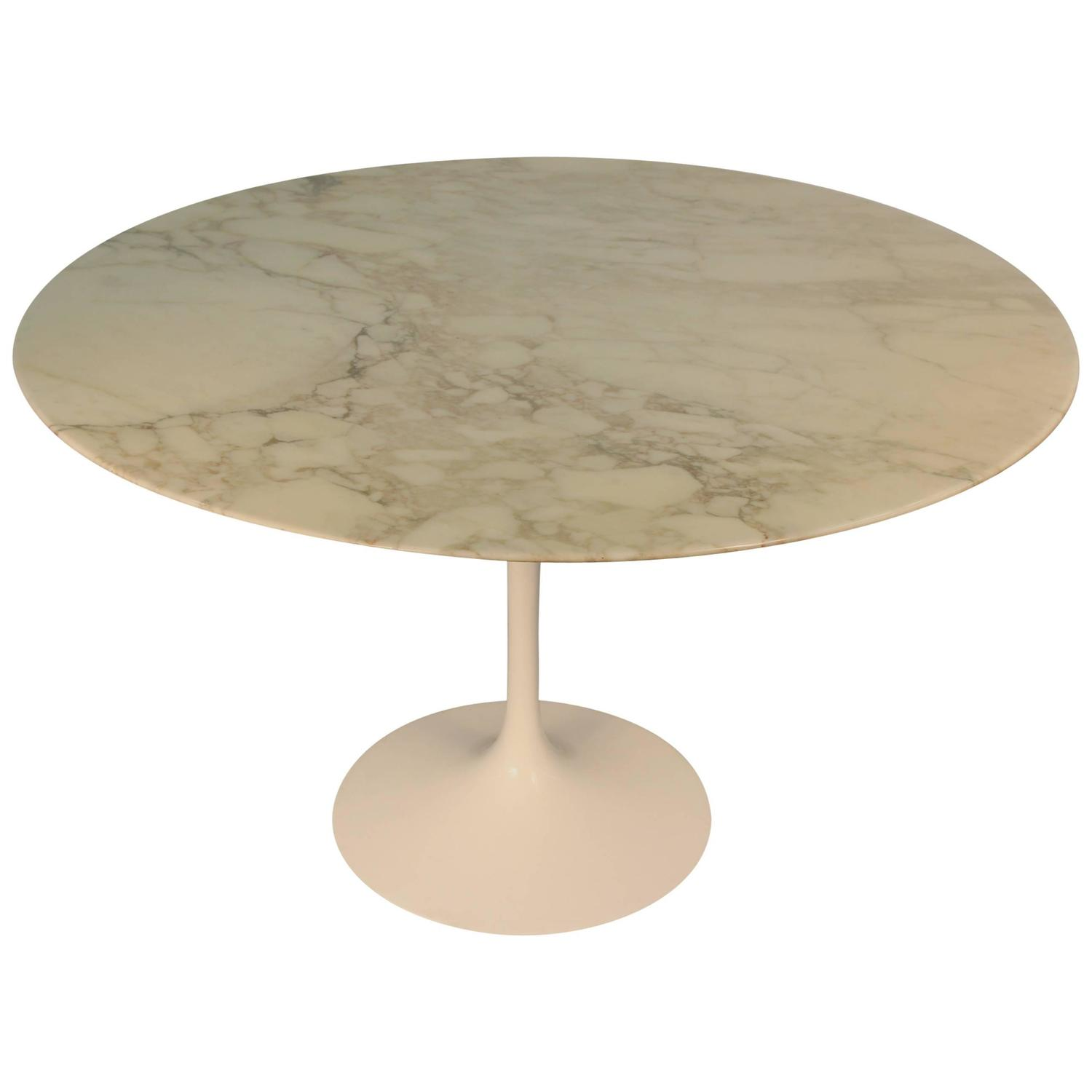 Eero saarinen carrara marble top tulip dining table at 1stdibs for Tulip dining table