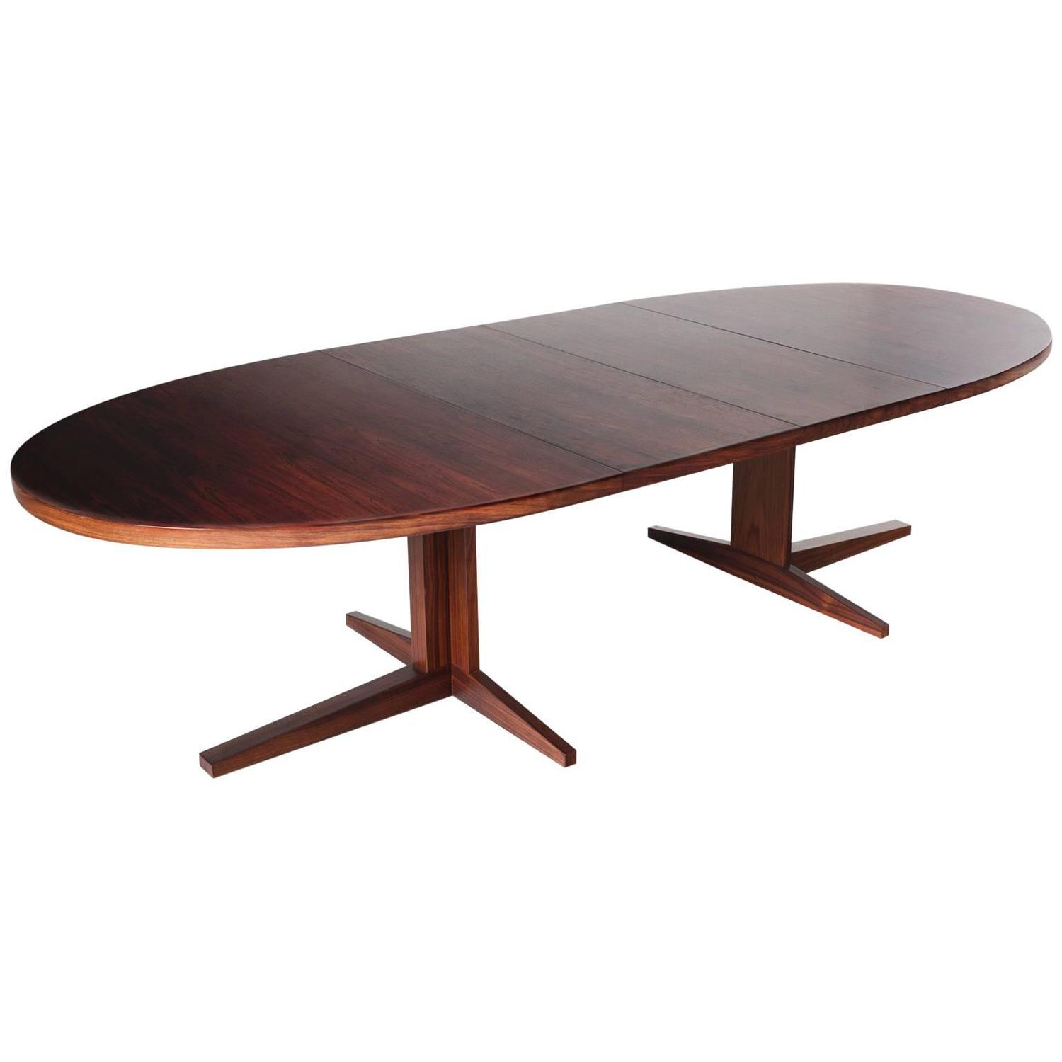 Extendable Oval Dining Table In Rosewood For Sale At 1stdibs