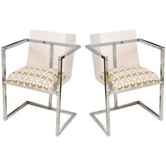Ein Paar Architektonischer Beistellstühle aus Plexiglas und Poliertem Chrom