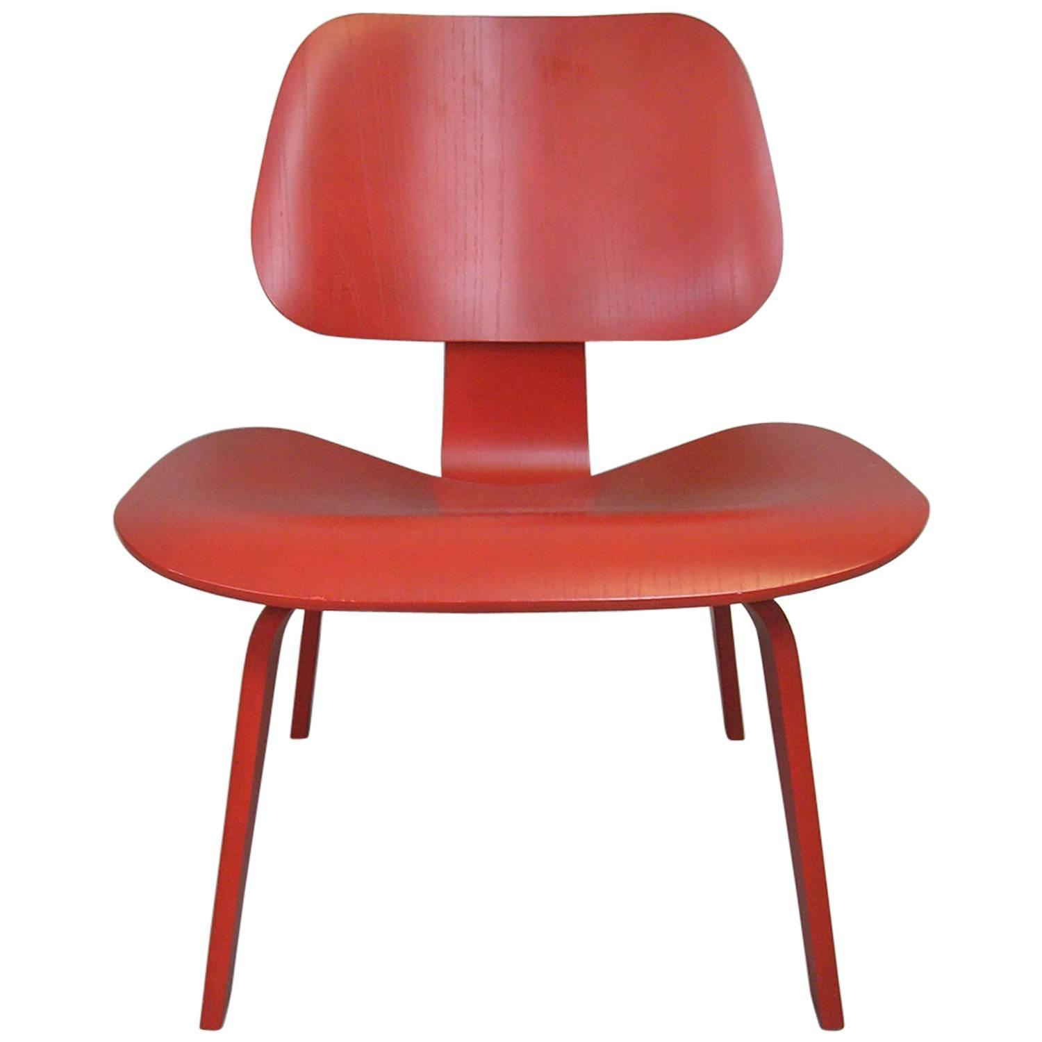 Charles Eames LCW Chair For Sale at 1stdibs