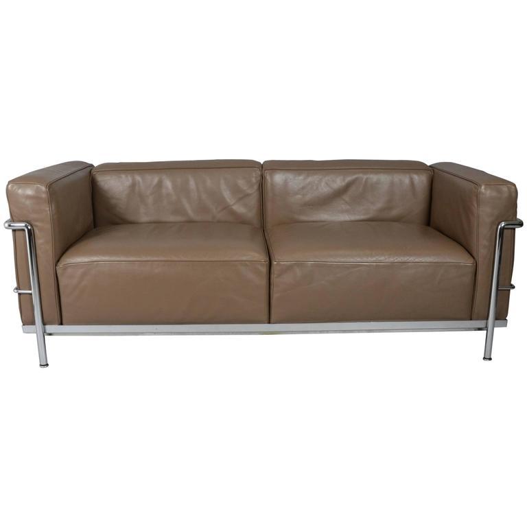 Le corbusier pierre jeanneret charlotte perriand sofa for Le corbusier sofa nachbau