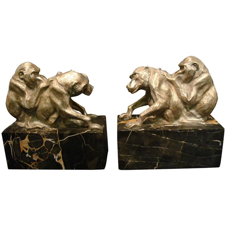 Art Deco Bronze Heavy Group of Monkey's Bookends, France, circa 1925 For Sale