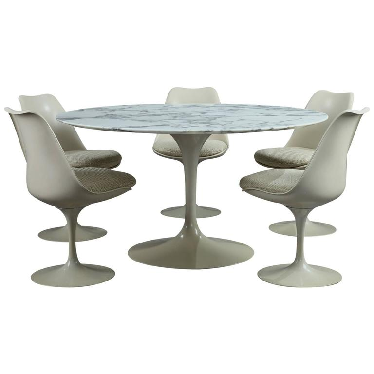 Tulip Dining Table and Set of Five Tulip Seats by Eero Saarinen for Knoll