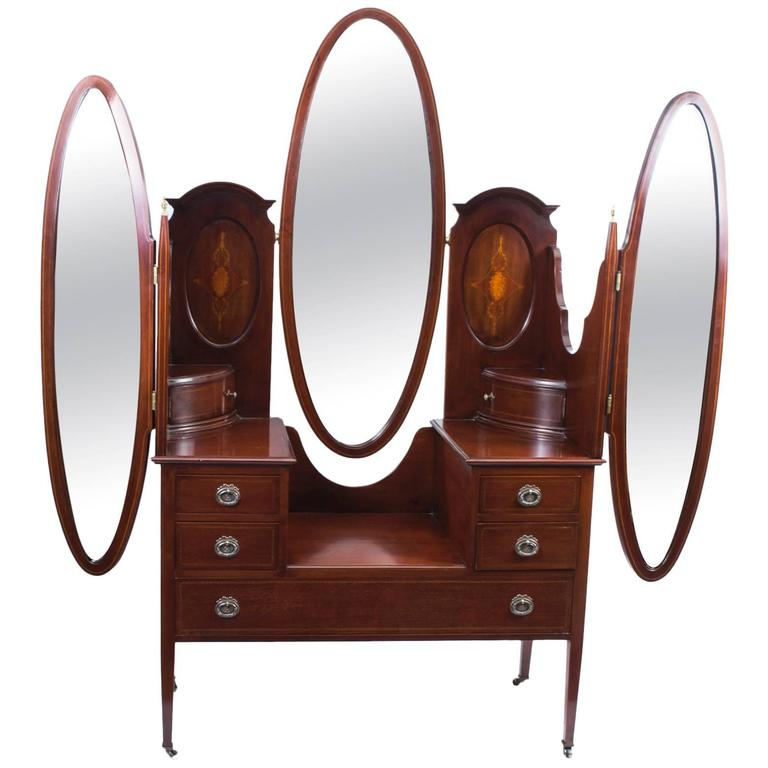 Early 20th Century Edwardian Mahogany Triple Mirror Dressing Table For Sale