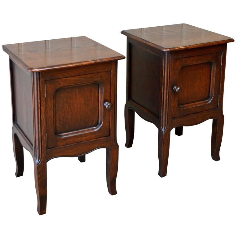 Small pair of oak bedside cabinets at 1stdibs for Very small bedside cabinets
