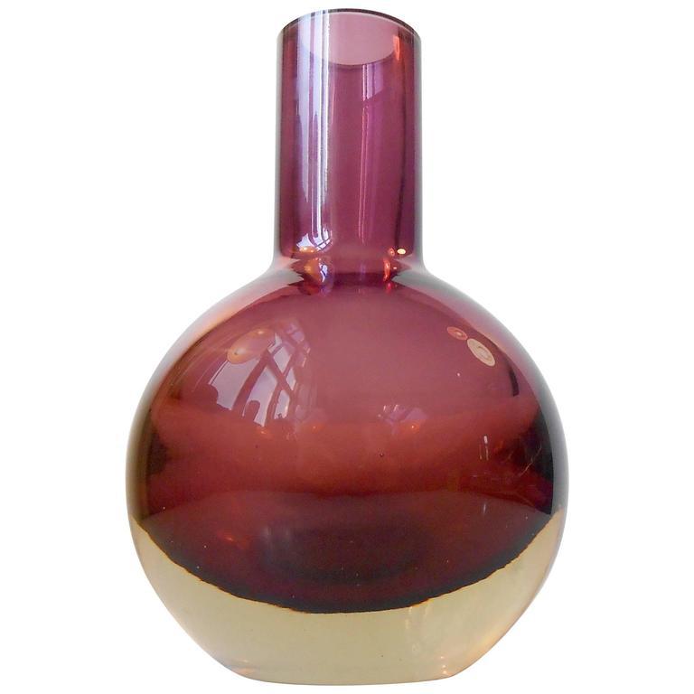 Scandinavian Purple Cubist Glass Vase By Pentti Sarpaneva For Oy