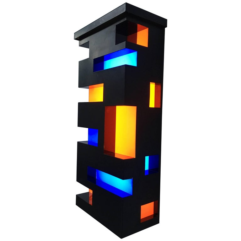 Enameled Steel and Plexiglas 'De Stijl' Style Light Sculpture, Italy, 1970 For Sale