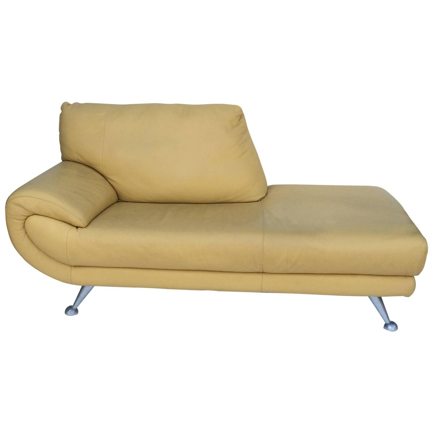Nicoletti Leather Chaise Lounge For Sale at 1stdibs