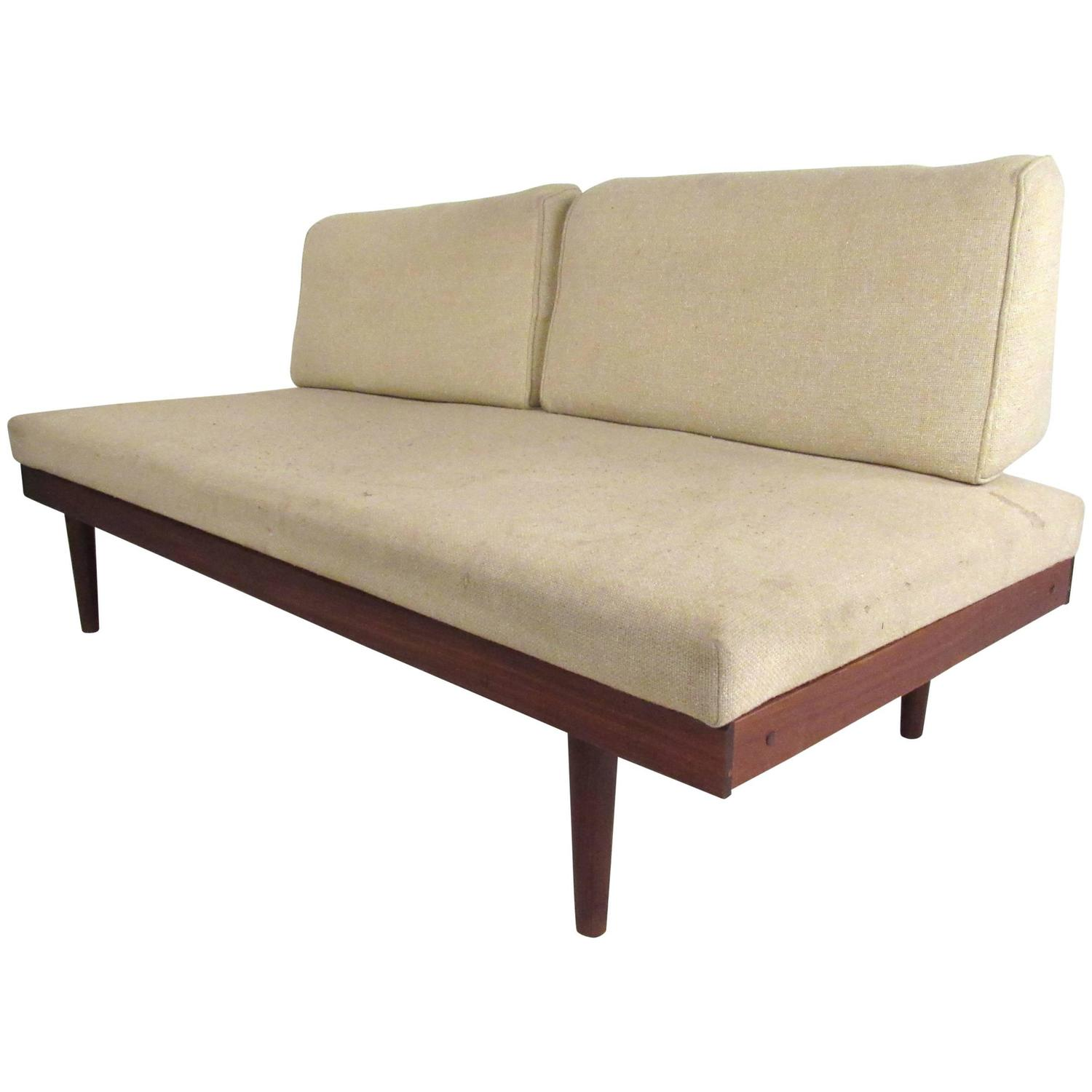 Mid century modern peter hvidt style daybed at 1stdibs for Mid century modern day bed