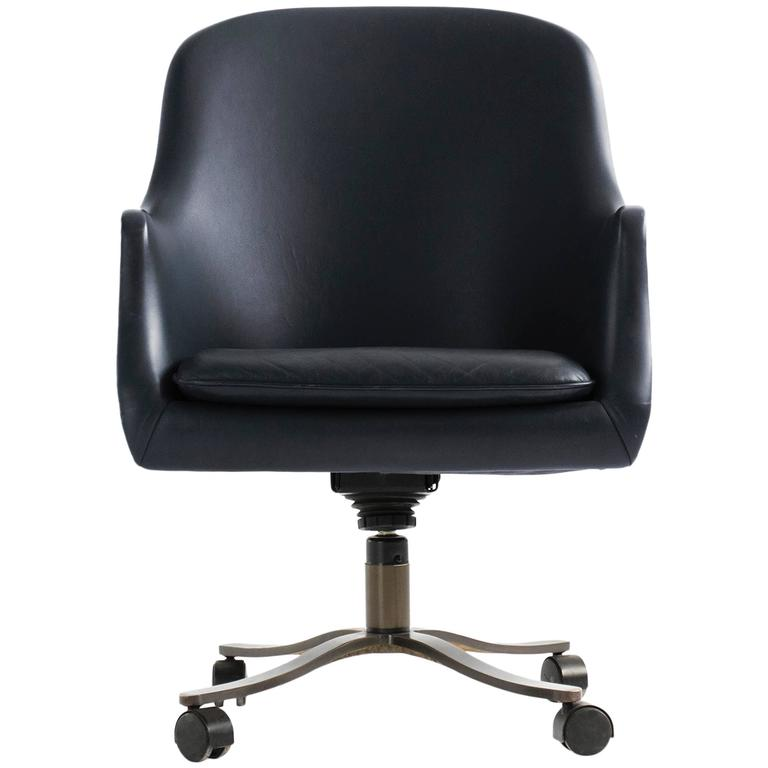 Nicos Zographos Bucket Chair