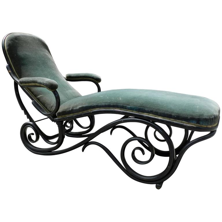 black bentwood chaise longue attributed to thonet for sale at 1stdibs. Black Bedroom Furniture Sets. Home Design Ideas