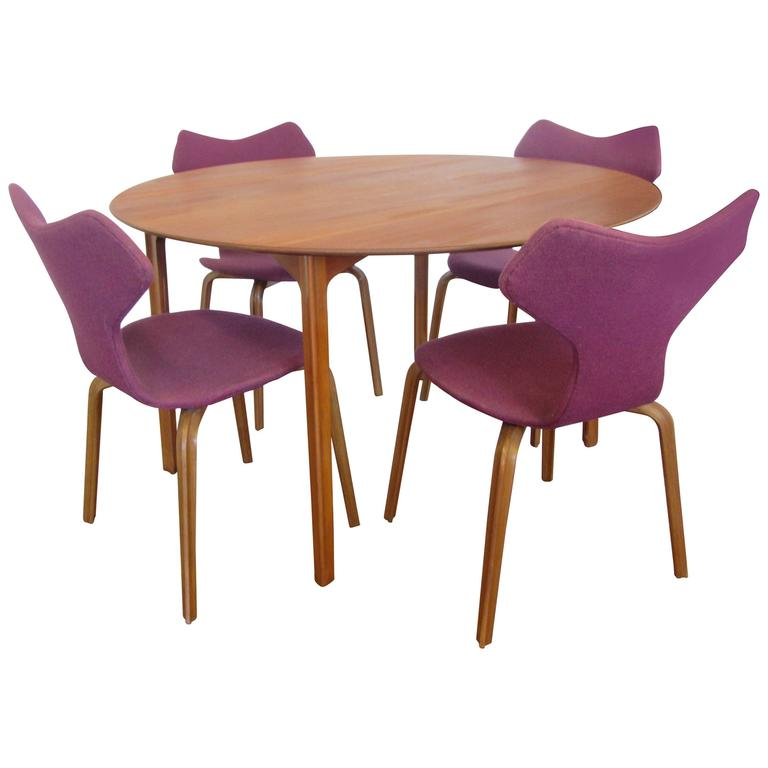 Grand Prix Table And Four Chairs By Arne Jacobsen For Sale At 1stdibs