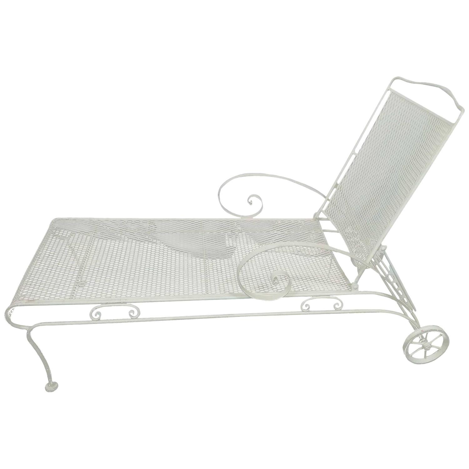 Russell woodard iron mesh steel outdoor patio chaise for 1950 chaise lounge