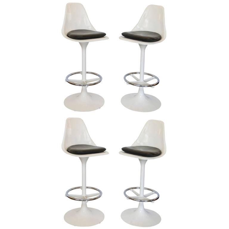 Set of Four Tulip Saarinen Swivel Bar Stools For Sale