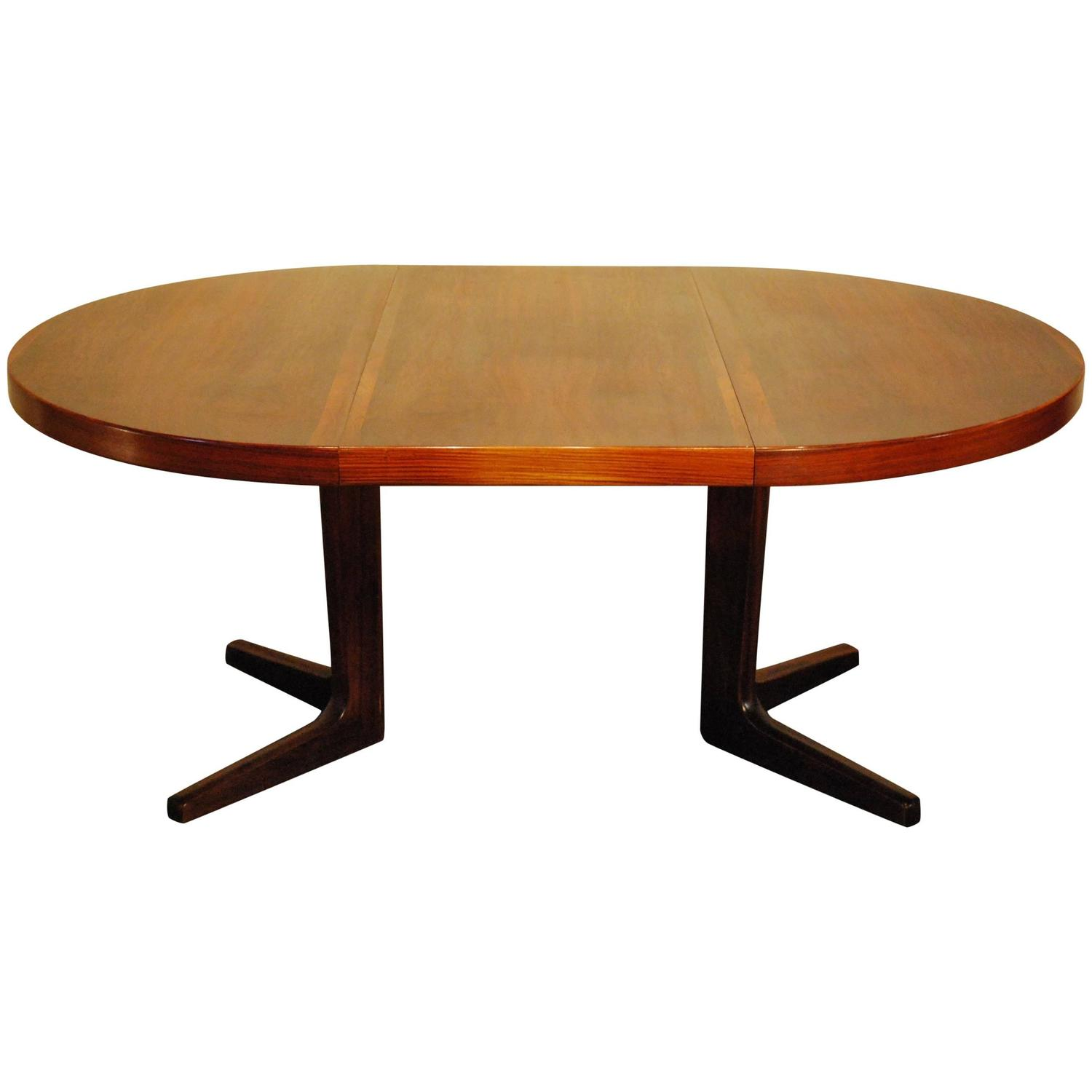 Mid Century Modern Round Rosewood Table With Two Leaves At 1stdibs