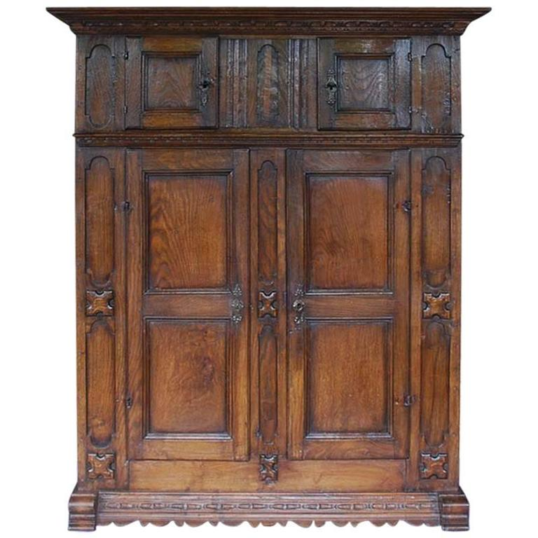 Early 18th Century Hand-Carved Oakwood Cabinet