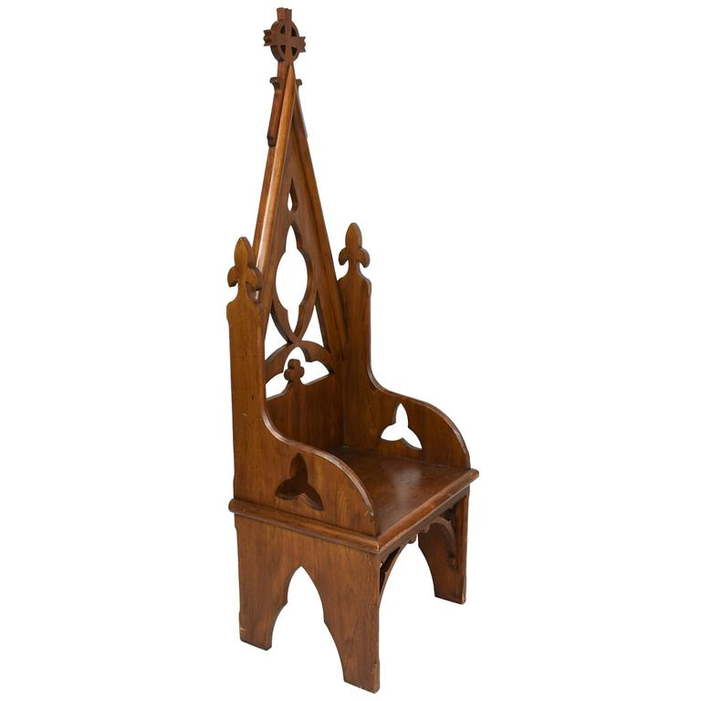 Early 20th Century Oak Bishop's Chair with Vaulted Back and Trefoil Designs 1
