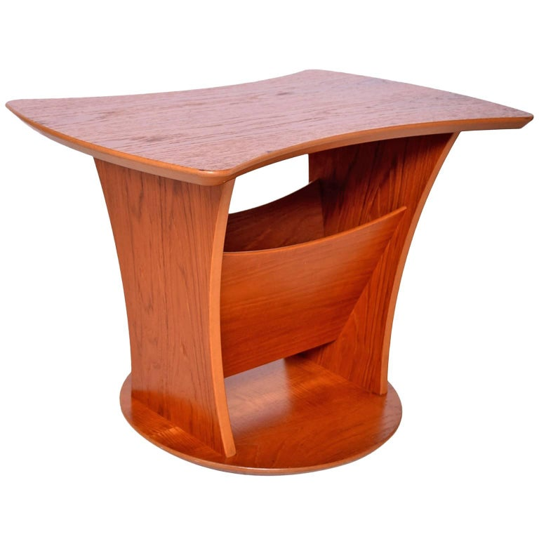 Sophisticated & Simple Sculptural Side Table with Magazine Holder in Teak 1980s For Sale
