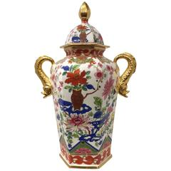 Chamberlain Worcester Chinoiserie Pattern Porcelain Vase and Cover, circa 1800