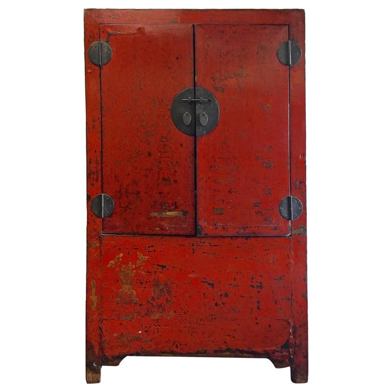 Bon Early 19th Century Chinese Wedding Cabinet For Sale