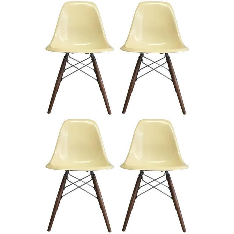 Four Herman Miller Eames Dsw Dining Chairs For Sale At 1stdibs