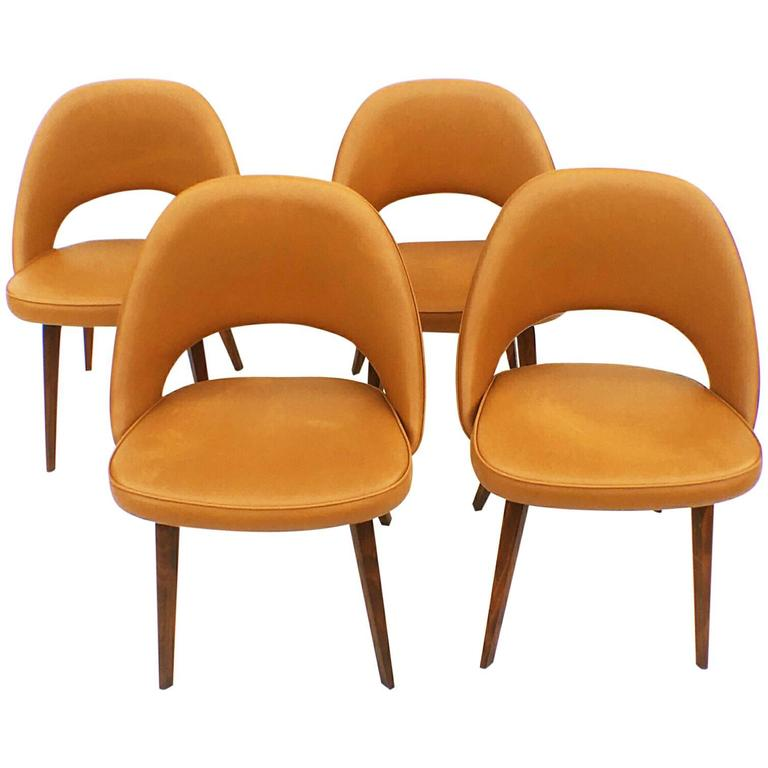 Four Set Of Four Early Eero Saarinen Executive Chairs With Wooden Legs At 1st
