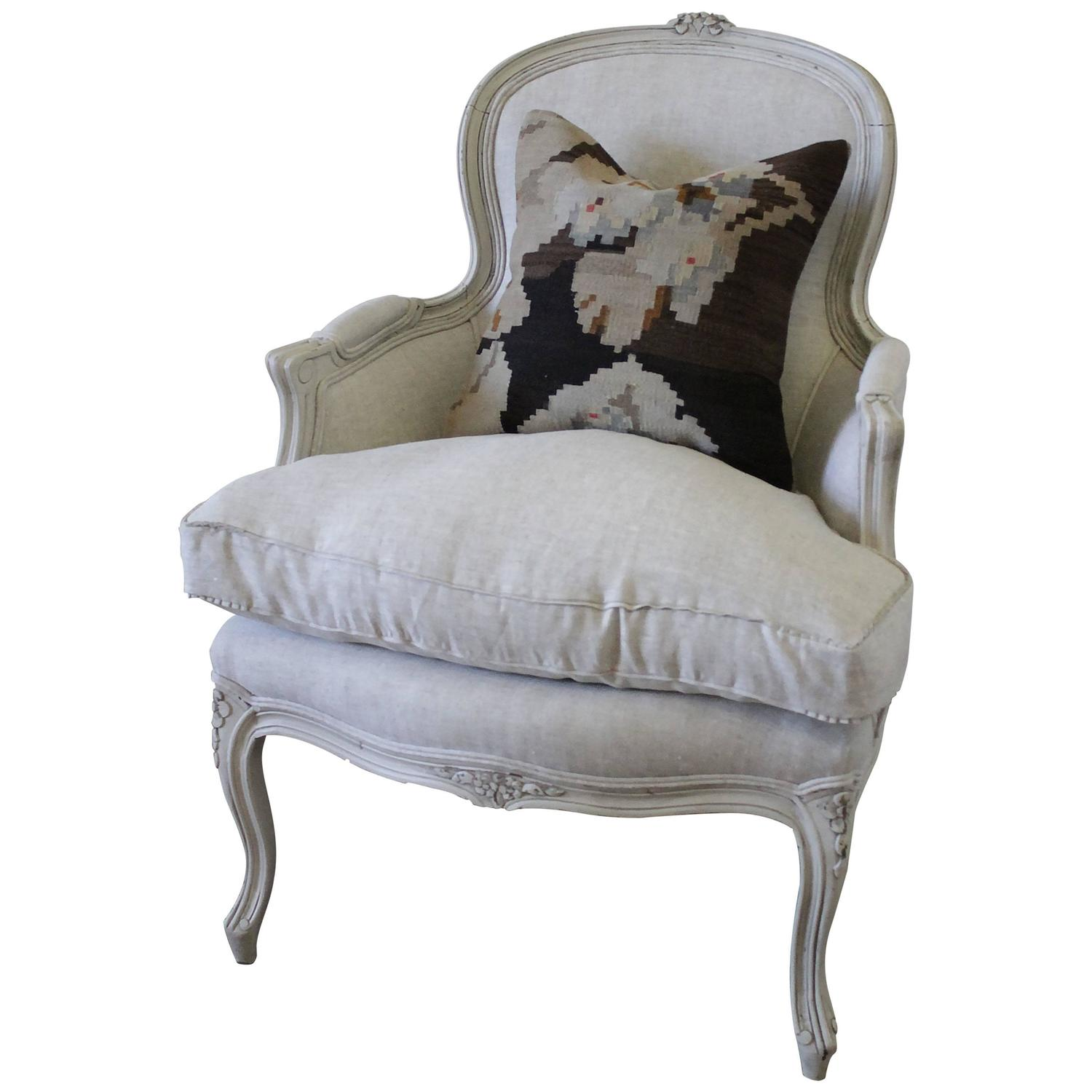 antique country french painted bergere chair in the louis xv style for sale at 1stdibs. Black Bedroom Furniture Sets. Home Design Ideas
