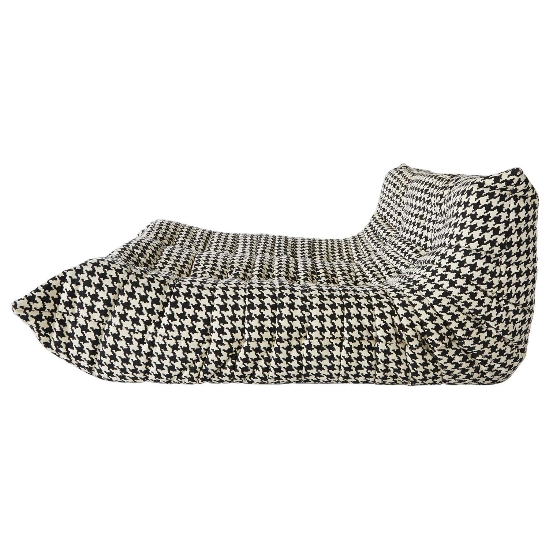 alcantara togo chaise lounge by michel ducaroy for ligne. Black Bedroom Furniture Sets. Home Design Ideas