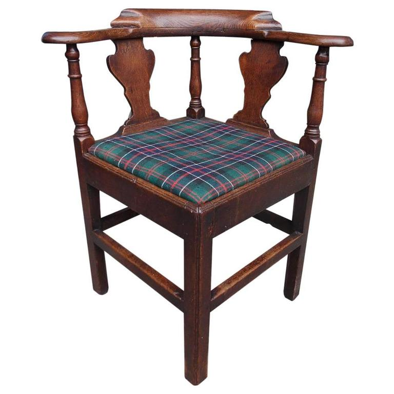Superieur English Chippendale Oak Splat Back Outset Corner Chair, Circa 1770 For Sale