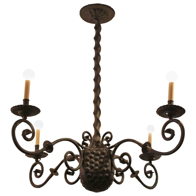 Early 20th Century Spanish Wrought Iron Chandelier For Sale
