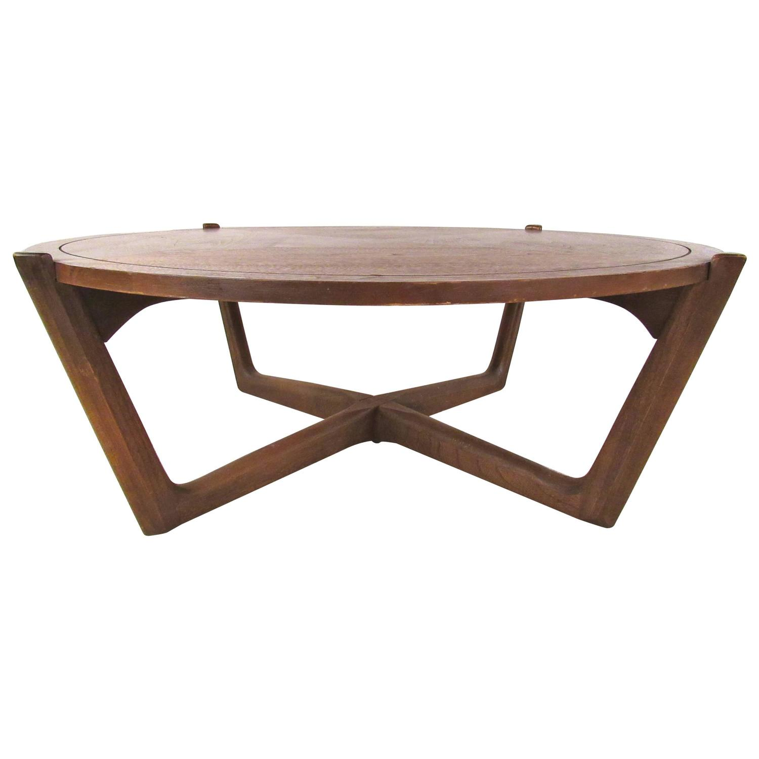 Mid-Century Modern American Walnut Coffee Table For Sale