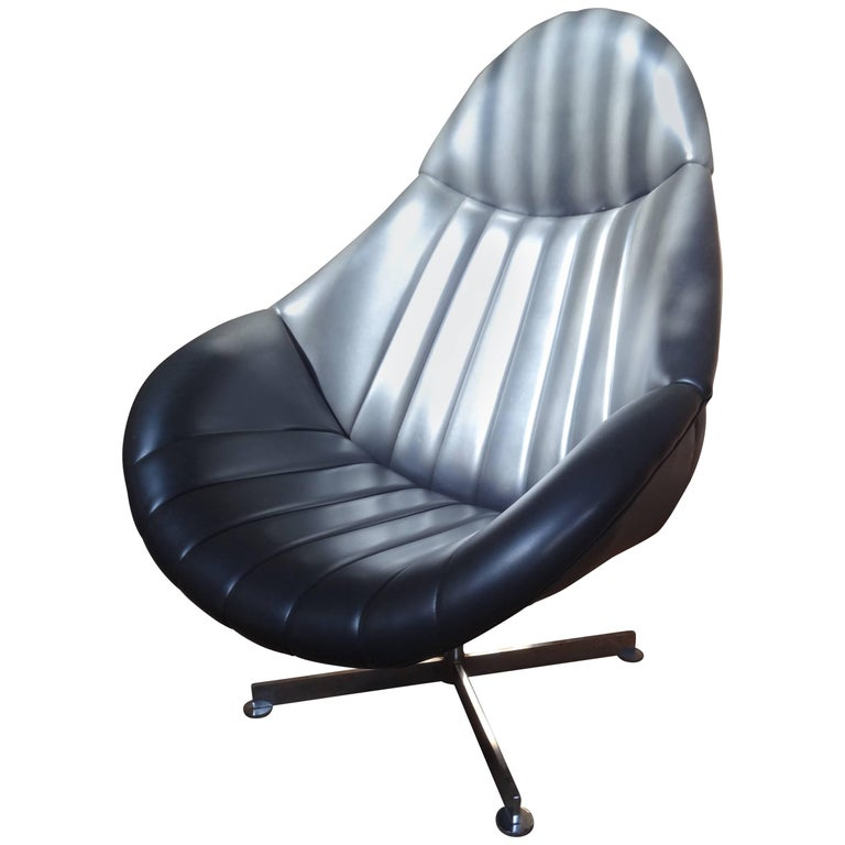 1960s Dark Grey/Black Rohe Noorwolde Leather Egg Chair in Mint Condition For Sale