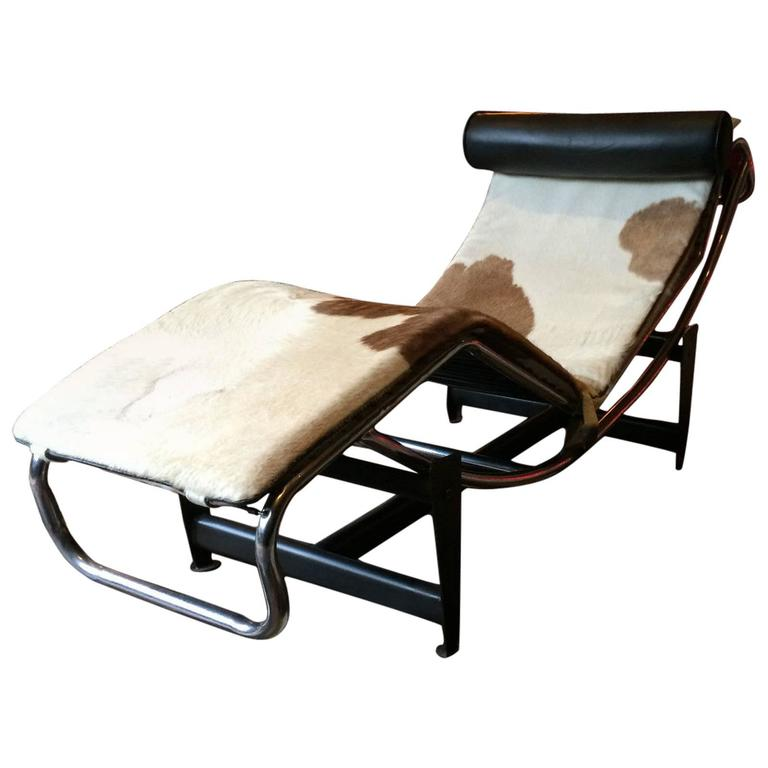 Fabulous le corbusier lc4 style chaise longue leather cow for Chaise longue lecorbusier