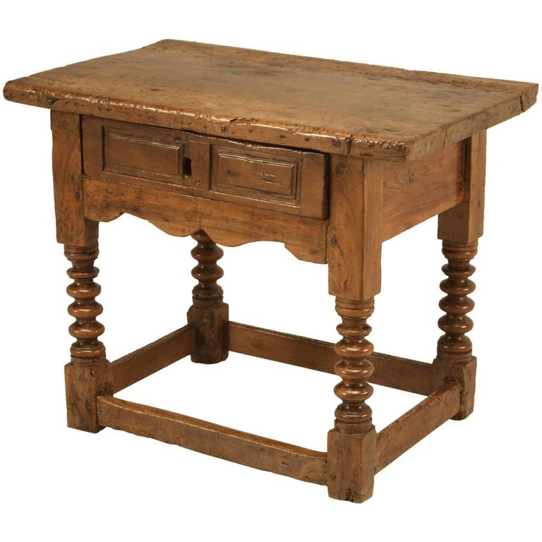 Antique spanish walnut end or side table for sale at 1stdibs for Table in spanish