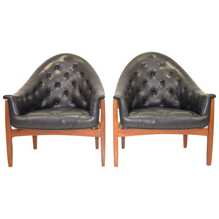 Sexy Pair Of Black Leather Tufted Chairs By Milo Baughman
