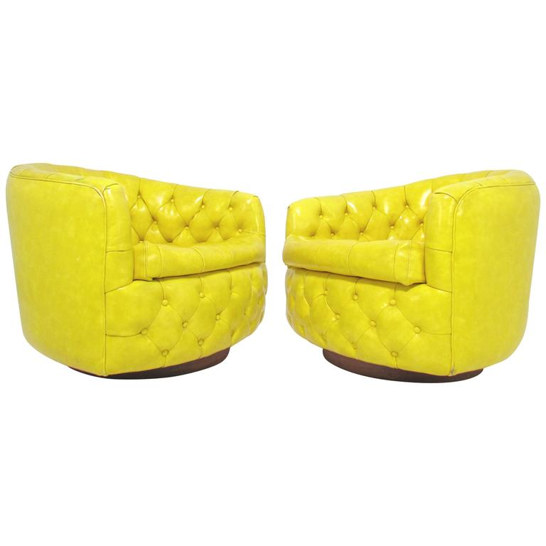 Pair of Swivel Lounge Chairs by Milo Baughman for Thayer Coggin 1