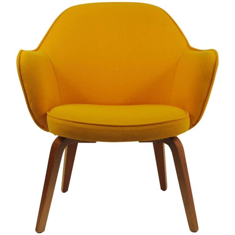 Rare Early Closed Back Knoll Saarinen Executive Chair At