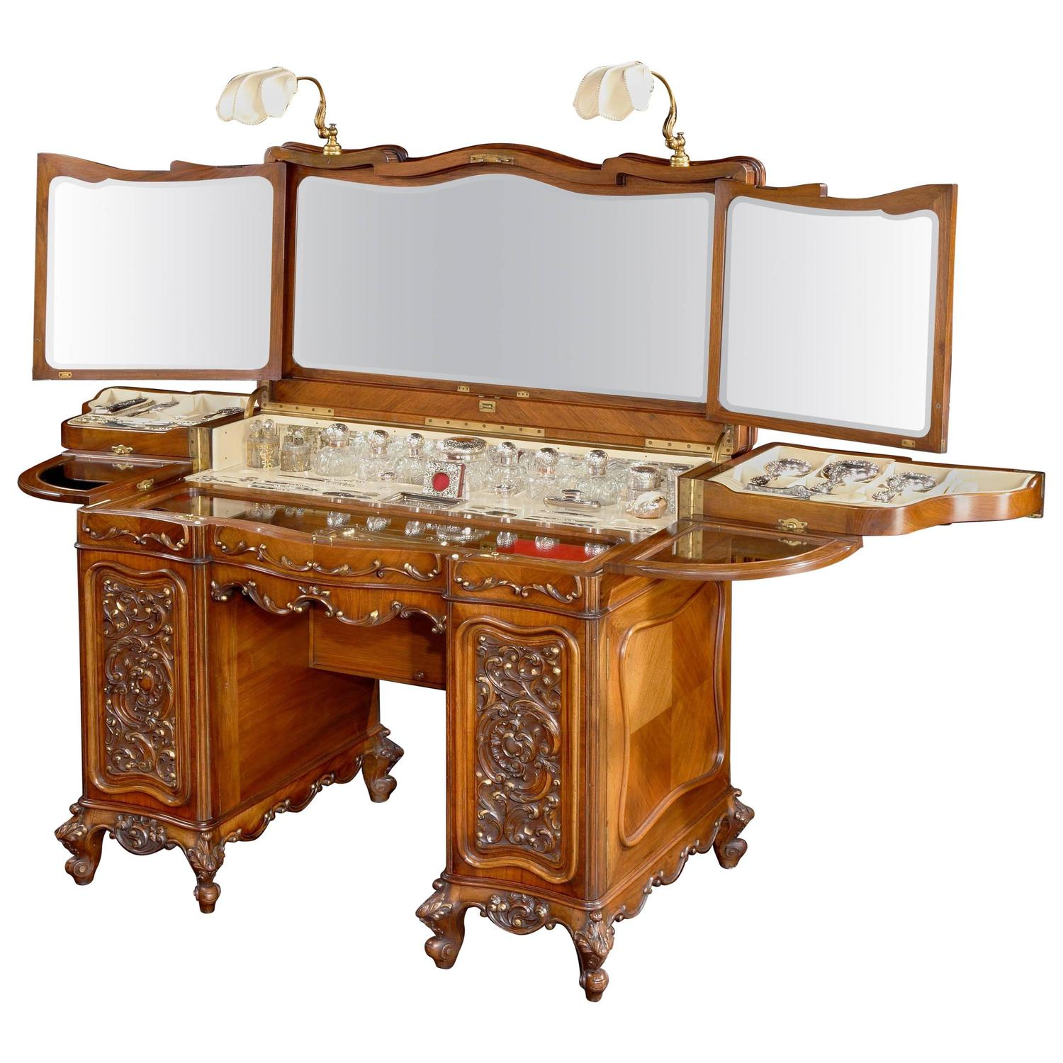 20th Century Walnut Ladies Dressing Table For Sale at 1stdibs