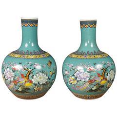 Pair of Chinese Qianlong Porcelain Bulbous Vases Urns