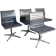 Model No EA 105, 1958, Original Charles & Ray Eames / Miller Swivel Chair