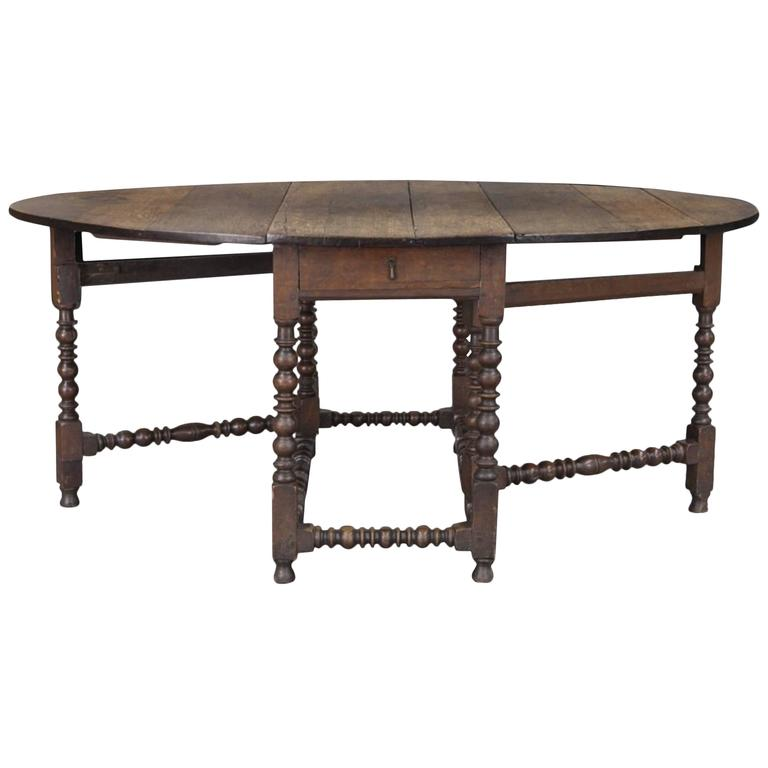 Large 18th Century English Oak Oval Gateleg Dining Table For Sale