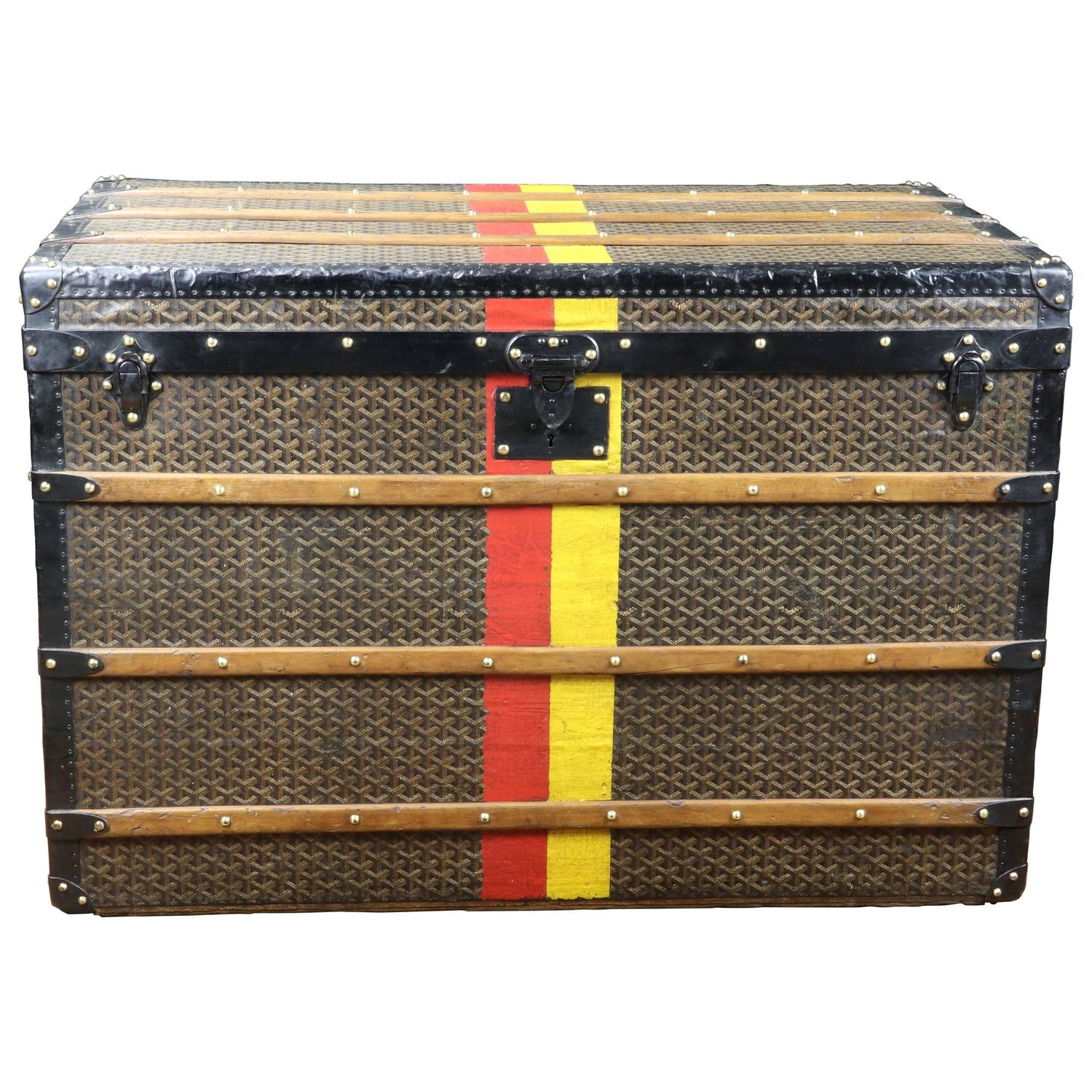 1920s french travel trunk coffee table with leather straps and 1920s goyard steamer trunk malle courrier goyard geotapseo Image collections