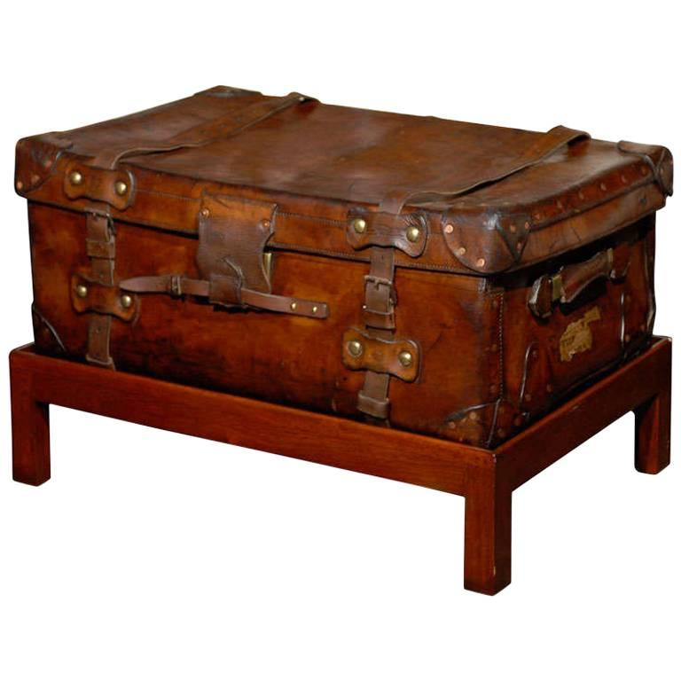 English 19th Century Leather Travel Trunk on Rectangular Mahogany Wooden Stand For Sale