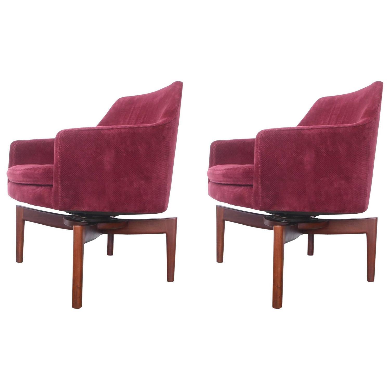 pair of vintage jens risom walnut swivel lounge chairs at 1stdibs