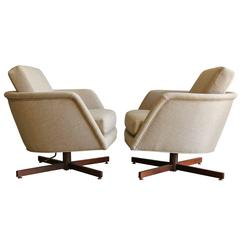 Pair of Swivel and Tilt Lounge Chairs by Milo Baughman